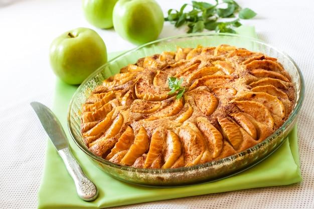 Tarta de manzana con canela y almendras molidas