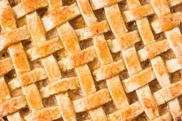 Tarta de manzana casera aislado en blanco cerrar