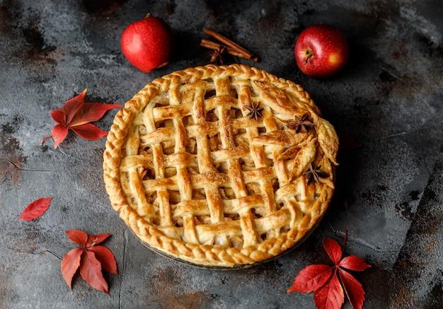 Tarta de manzana casera. fondo de comida