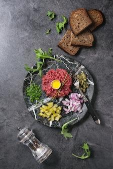 Tartar de ternera con huevo de codorniz