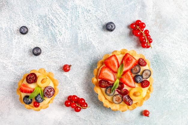 Tartas caseras deliciosas rústicas de verano baya.