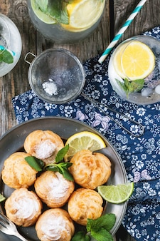 Tartas profiteroles con limonada