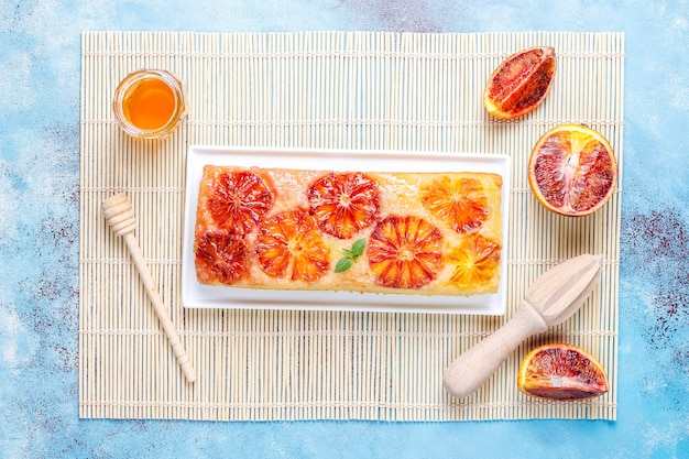 Tatin tarta delicioso postre francés con naranja sanguina.