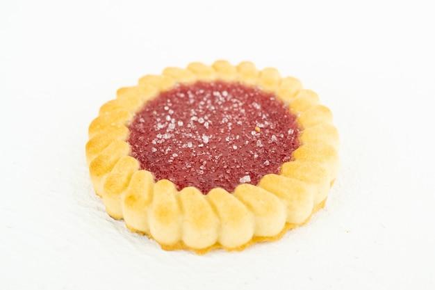 Tatlet con mermelada de frutos rojos y azúcar