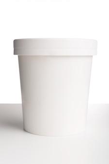 Taza blanca de papel en blanco