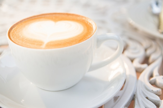 Taza de café y arte latte
