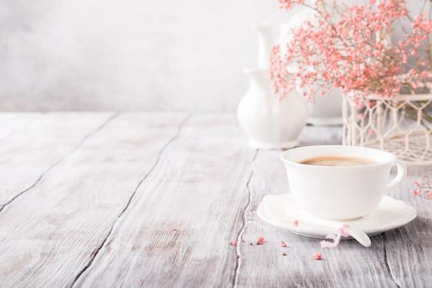 Taza de cafe blanca