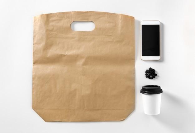 Taza de café en blanco. elemento de marca