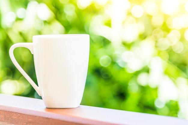 Taza de cafe blanco