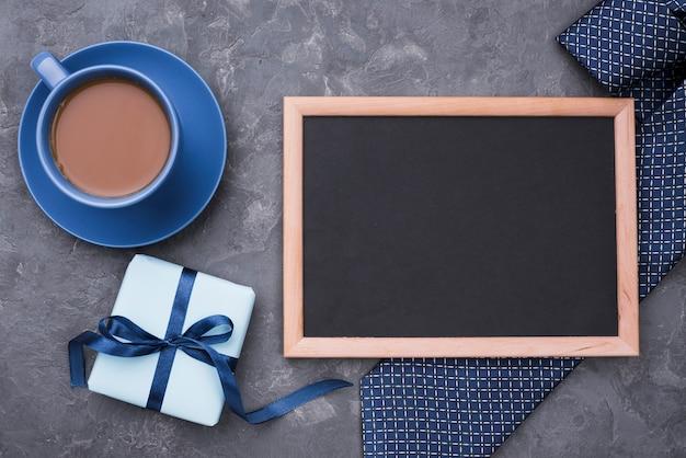 Taza de café y copia espacio marco