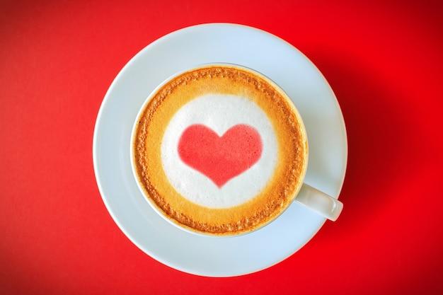 Taza de café, dibujo de corazón en café