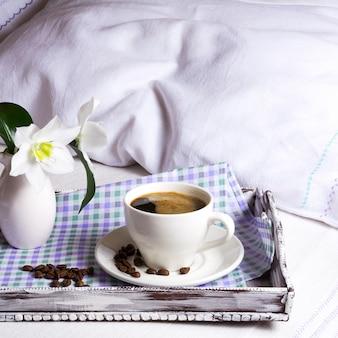 Taza de café fuerte cuadrado