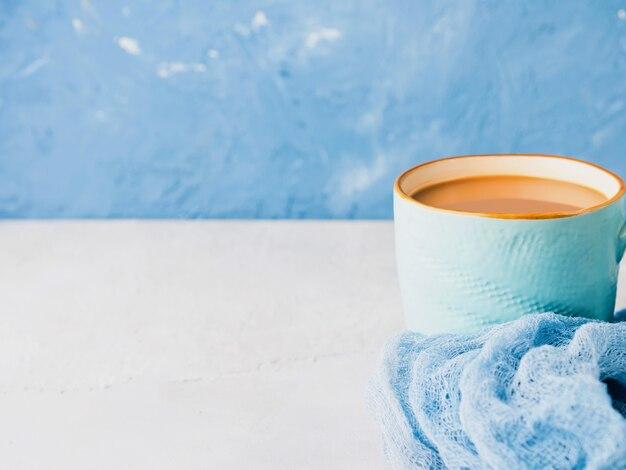 Taza de café con leche. colores pastel