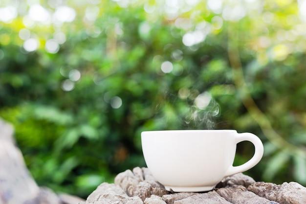 Taza de cafe en madera