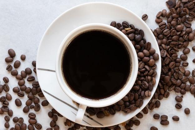 Taza de café en la mesa