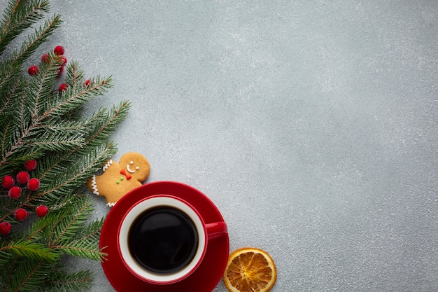 Taza de café de navidad con espacio de copia