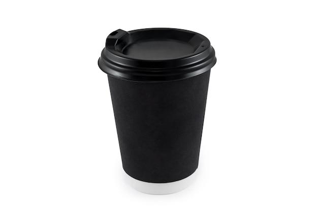 Taza de café de papel negro sobre blanco aislado. taza de café de papel en blanco desechable para llevar o para ir al logotipo de la aplicación, espacio para el diseño.