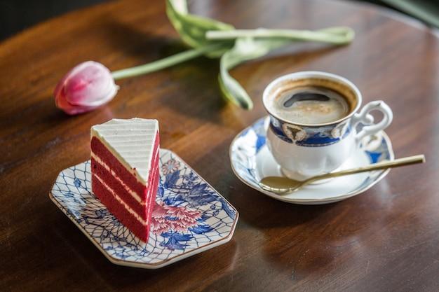 Taza de café un pastel en tailandia
