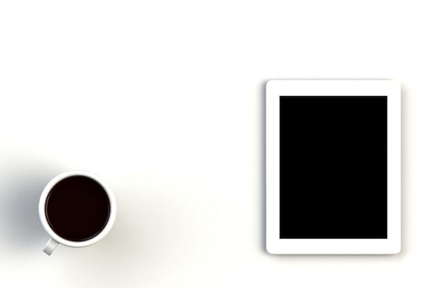 Taza de café con la tableta en el fondo blanco