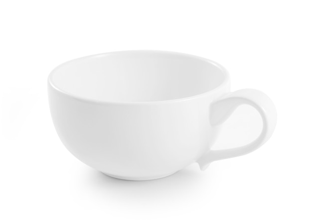 Taza de cerámica blanca sobre fondo blanco.