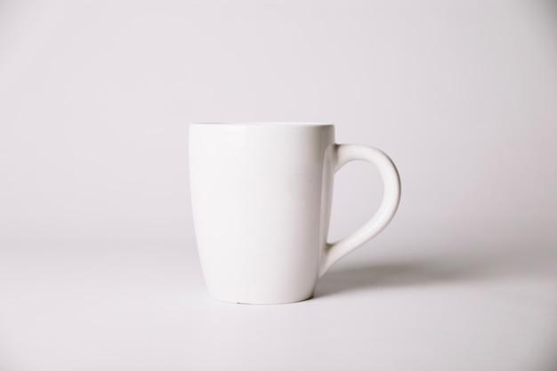 Taza de cerámica blanca