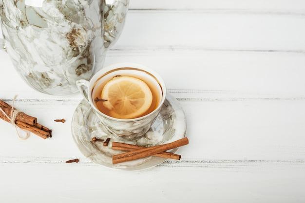 Taza elegante de té