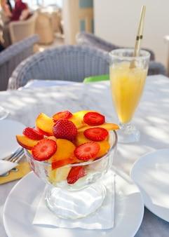 Taza de ensalada de frutas