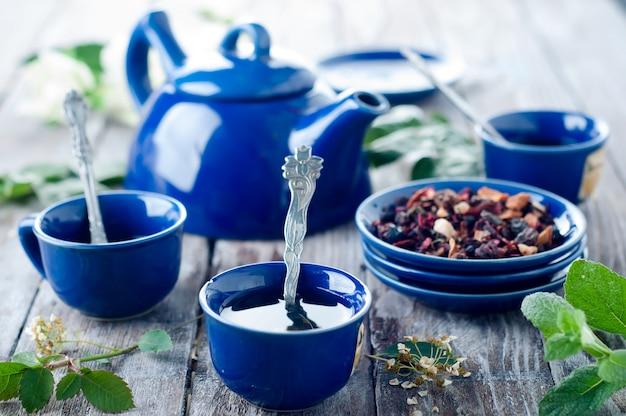 Taza de té azul.