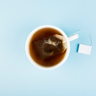 Taza de té y bolsas de té