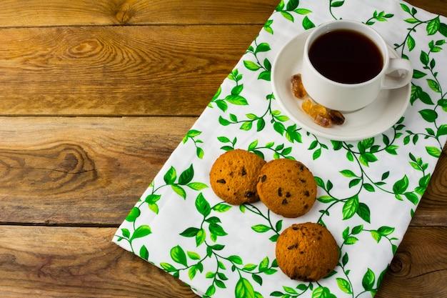 Taza de té y galletas, vista superior