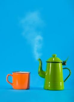 Taza de té y naranja vintage