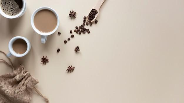 Tazas de café en la mesa de vista superior