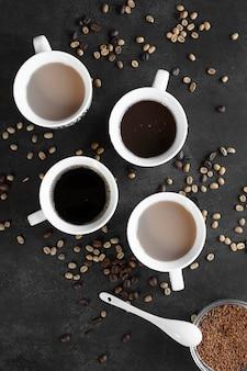Tazas de café en la mesa