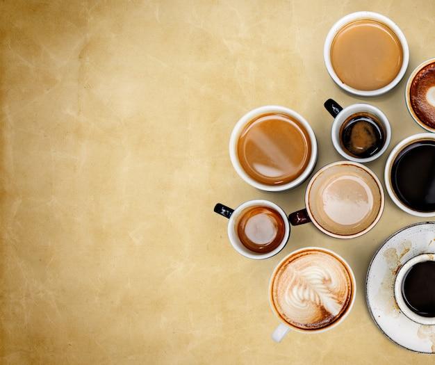 Tazas de café en un papel viejo con textura