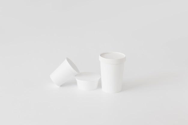 Tazas de cartón para productos lácteos.