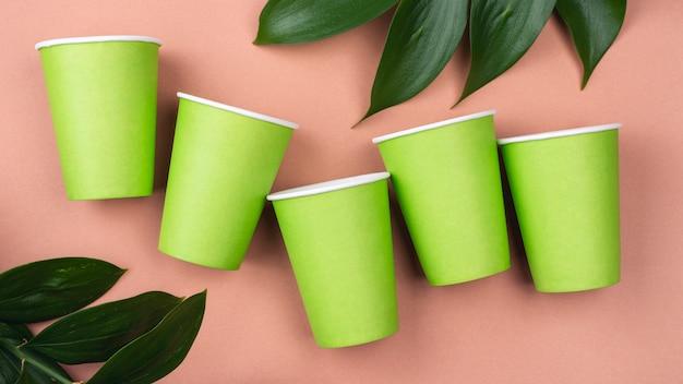 Tazas verdes de vajilla desechables ecológicas