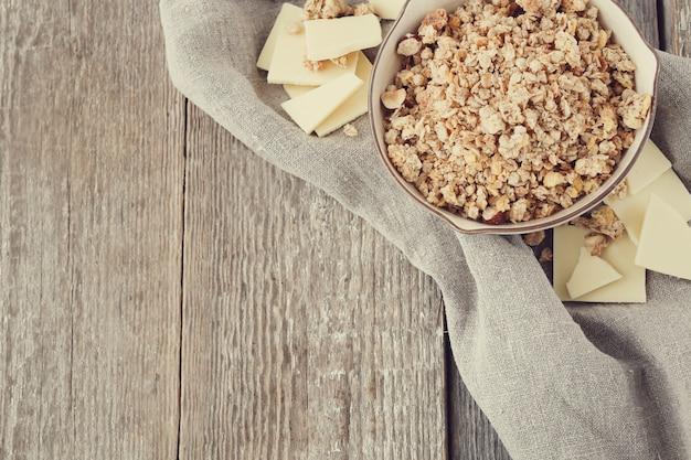 Tazón de cereal para un desayuno saludable