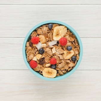 Tazón de cereales con frutas