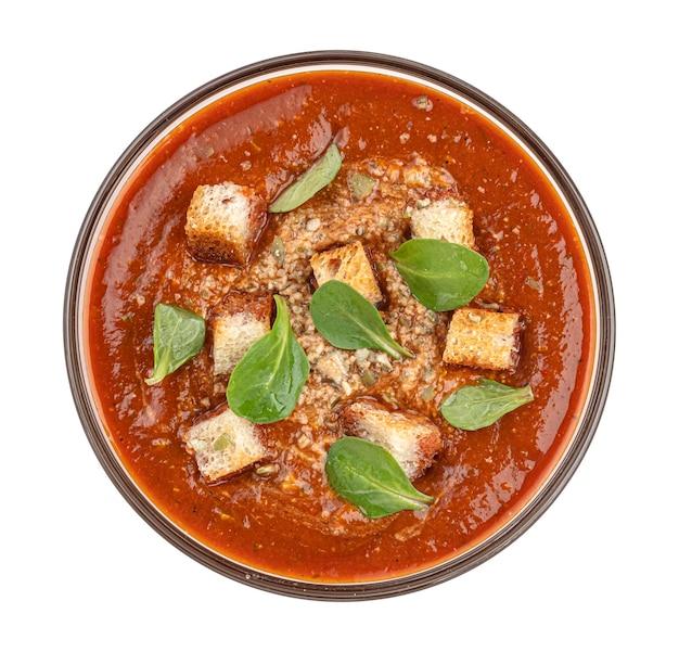Tazón de fuente de sopa de tomate aislado sobre fondo blanco vista superior