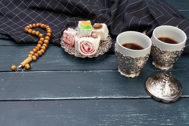 Tazón de lokum turco tradicional de cerca