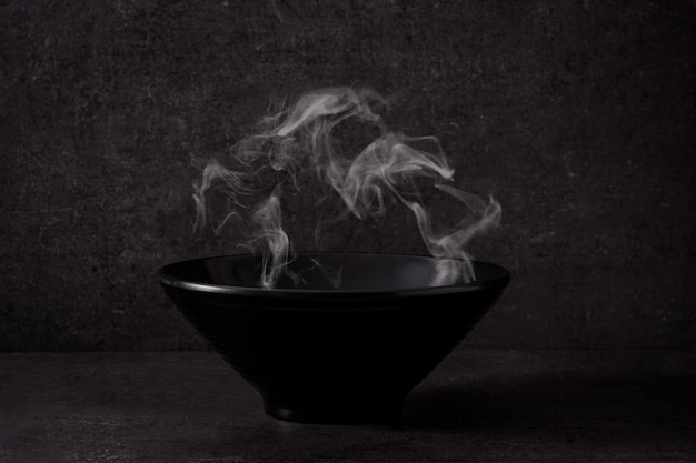 Tazón negro con humo