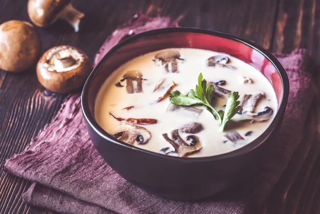 Tazón de sopa tailandesa tom kha