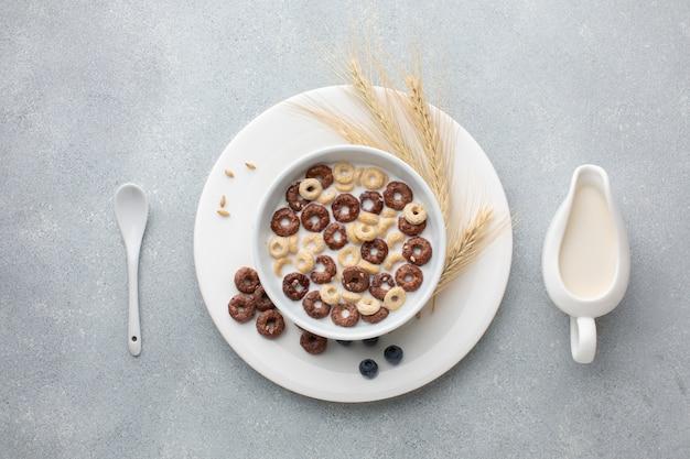 Tazón de vista superior con cereal y trigo