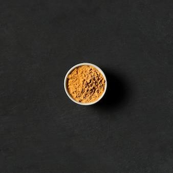 Tazón de vista superior con especias en polvo