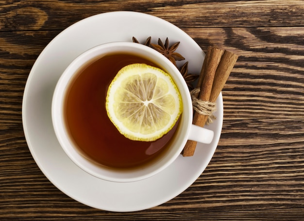 Té caliente con limón