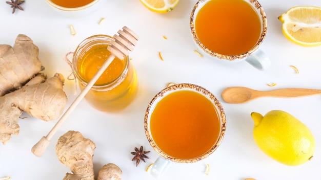 Té con cúrcuma entre los productos para mejorar la inmunidad y tratar los resfriados.