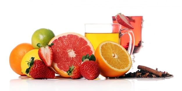 Té con frutas frescas.