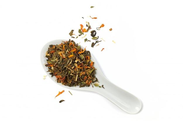 Té de hierbas seco a base de pétalos de plantas medicinales.