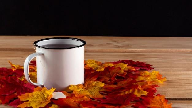 Té con hojas, vista superior