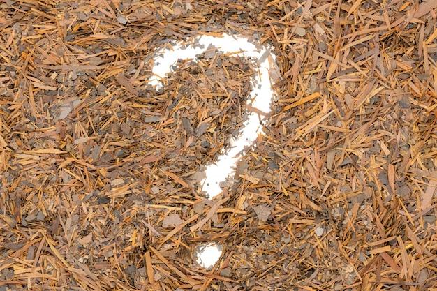 Té de lapacho de hierbas, forma de signo de interrogación, de cerca.
